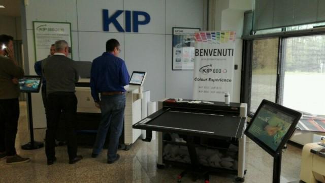 Presentazione taglierina XY show room KIP Italia
